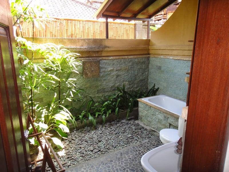Image result for Desain Kamar Mandi Bergaya Tropis